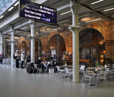 St Pancras Station London - Café Des Vins